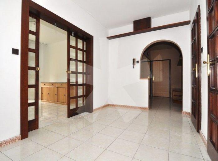 PREDANÉ - ZÁVADSKÁ, 3-i byt, 78 m2 - po rekonštrukcii, zateplená bytovka, príjemná lokalita NEĎALEKO HOTELA BARÓNKA a TRŽNICE