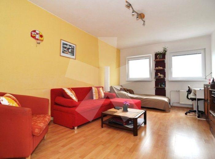 PREDANÉ - ZADUNAJSKÁ, 2-i byt, 63,5 m2 - 13-ročná tehlová bytovka, bezproblémové parkovanie, najžiadanejšia lokalita ZAČIATKU PETRŽALKY