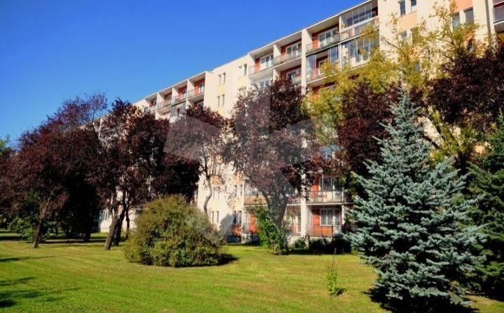 PREDANÉ - RADAROVÁ, 2-i byt, 48 m2 - slnečný byt S VEĽKOU LOGGIOU s výhľadom do parku, v zateplenom bytovom dome, v tichej, ZELENEJ ČASTI RUŽINOVA