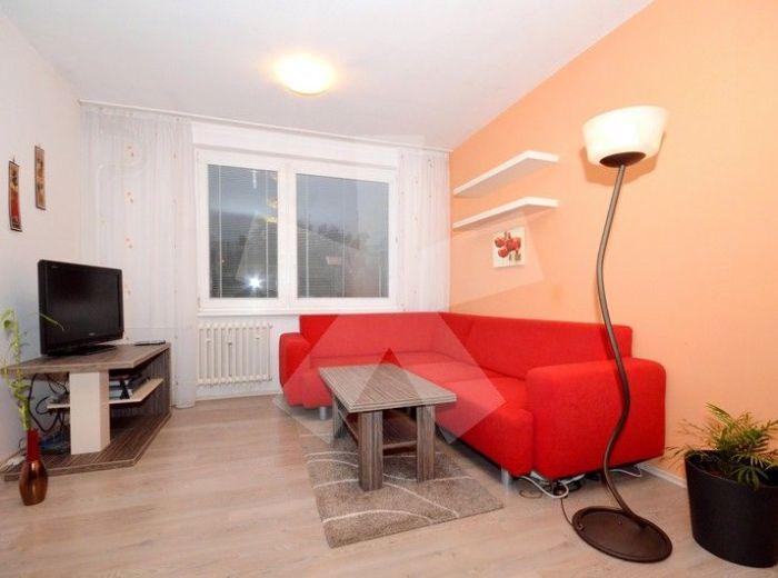 PRENAJATÉ - SEGNEROVA, 3-i byt, 60 m2 – nadštandardne ZREKONŠTRUOVANÝ byt s loggiou a šatníkom, v zateplenom bytovom dome, KOMPLETNE ZARIADENÝ