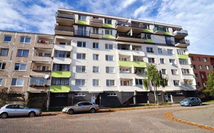 PREDANÉ - LATORICKÁ, 4-i byt, 83 m2 - ZATEPLENÁ, komplet zrekonštruovaná bytovka, NOVÉ STÚPAČKY, VODA A ELEKTRINA, najideálnejšia poloha