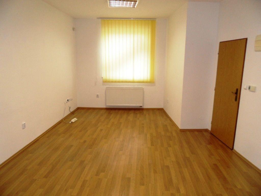 19c9047c5 Na prenájom kancelárske priestory, 70 m2, Dubnica n/V - Dubnica nad ...