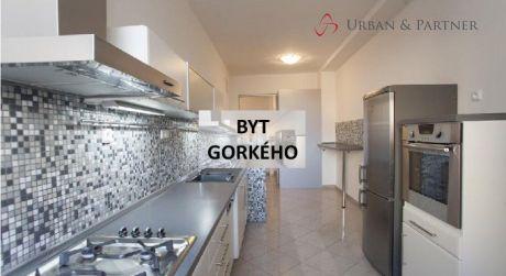 Prenájom luxusného 4 izbového bytu na Gorkého ulici priamo v centre