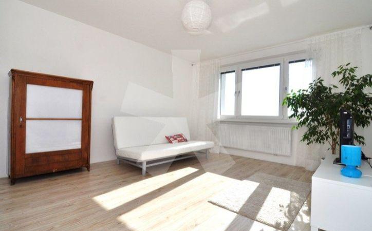 PREDANÉ - STAVBÁRSKA, 3-i byt, 65 m2 - pri pešej zóne na Poľnohospodárskej, ZATEPLENÝ BYTOVÝ DOM, PREROBENÝ BYT za VÝBORNÚ CENU