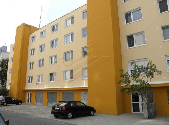 PREDANÉ - SEKURISOVA, 4-i byt, 75,65 m2 - s nepriechodnými izbami v ZREKONŠTRUOVANOM  DOME