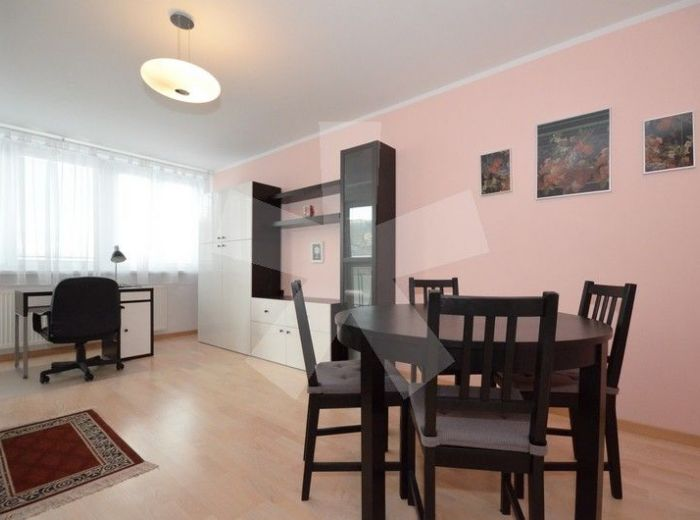 PREDANÉ - ZA SOKOLOVŇOU, 3-i byt, 87 m2 – krásny, KOMPLETNE ZREKONŠTRUOVANÝ tehlový byt s veľkou loggiou, v tichej lokalite neďaleko HORSKÉHO PARKU
