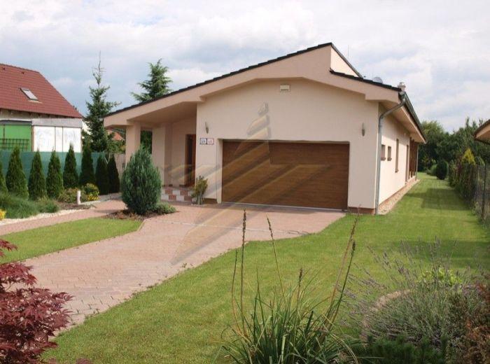 PREDANÉ - ZÁLESIE, 4-i dom, 274 m2 – atypický bungalov na priestrannom pozemku s parkovou úpravou, NÍZKOENERGETICKÁ STAVBA
