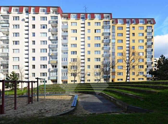 PREDANÉ - ONDAVSKÁ, 2-i byt, 51 m2 – príjemný byt so zasklenou LOGGIOU, predposledné poschodie s nádherným výhľadom, PRI ŠTRKOVECKOM JAZERE