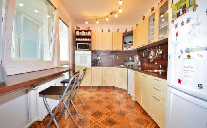 PREDANÉ - BILÍKOVA, 3-i byt, 74 m2 - kvalitne a ÚPLNE zrekonštruovaný byt so zasklenou loggiou, MODERNÁ DISPOZÍCIA, KRÁSNY VÝHĽAD, byt bez ďalších investícií