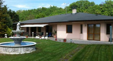 Na predaj luxusný rodinný dom, 5 + 1, 1383m2, Ratnovce okr. Piešťany