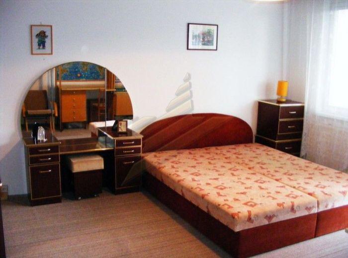 PREDANÉ - MLYNAROVIČOVÁ, veľká 2-garsónka, 54 m2 - s 2 loggiami, plastové okná, výborná dispozícia SUPER LOKALITA