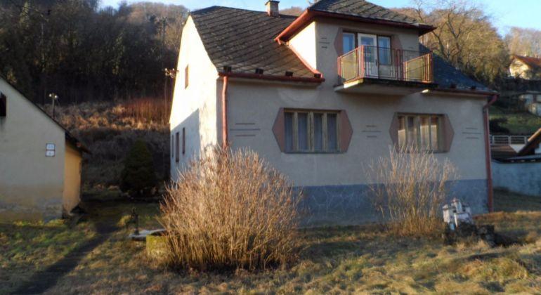 Rodinný dom s obrovským pozemkom v Trenčianskej Teplej.