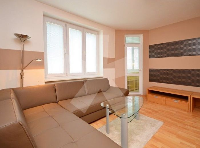 PREDANÉ - WILSONOVA, 2-i byt, 57 m2 – KVALITNE KOMPLETNE zrekonštruovaný byt s veľkým ŠATNÍKOM a vlastným KOTLOM, mesačné náklady len 60 EUR