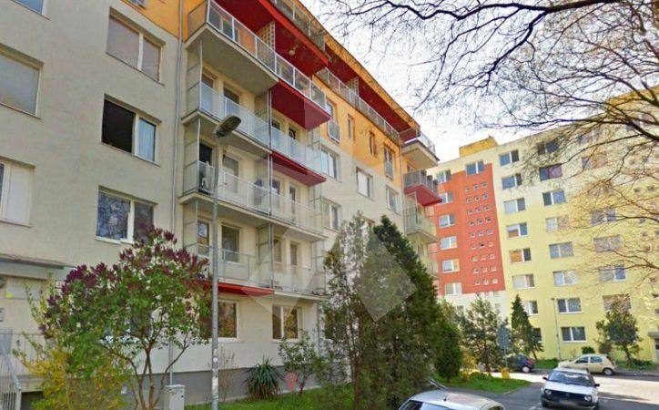 PREDANÉ - MUŠKÁTOVÁ, 3-i byt, 67 m2 – čiastočne ZREKONŠTRUOVANÝ byt v nízkopodlažnom zateplenom dome, v príjemnom prostredí RUŽINOVA