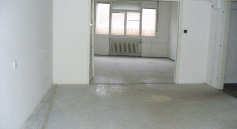 Prenájom priestorov 95 m2 - vhodné na kaderníctvo, masérsky salón ... centrum mesta TN