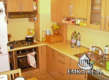 EMKA-real: Zariadený 3-izb. byt v absolútnom centre Pezinka