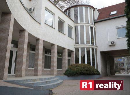 Polyfunkčná budova v Piešťanoch