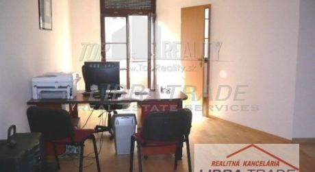 PREDAJ/PRENÁJOM- NOVOSTAVBA - kancelárske priestory (45 m2)  alebo 1 izbový byt s garážou V CENTRE