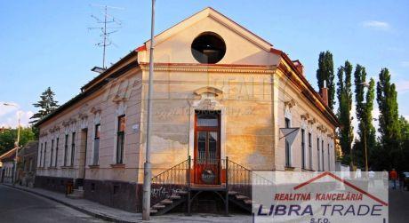 PREDAJ - meštiansky dom v historickom centre mesta  Komárno