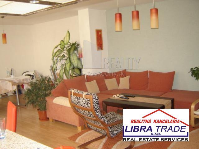 Predaj rodinného domu vhodného na podnikania v Podhájskej, 22 km od N. Zámkov