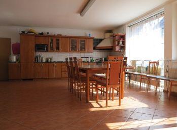 Rodinný dom s pozemkom 1631 m2, Trebatice