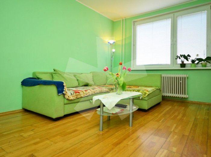 PREDANÉ - PEZINOK – MUŠKÁTOVÁ, 2-i byt, 53 m2 – príjemne zrekonštruovaný byt S BALKÓNOM, s výbornou dispozíciou, v pokojnej lokalite POD KARPATAMI