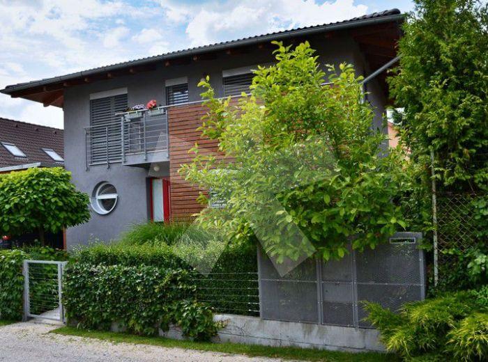 PREDANÉ - MODRA, 4-i dom, 121 m2 – dvojpodlažná moderná NOVOSTAVBA, pozemok 296 m2, krásne presvetlený dom v jedinečnej lokalite, IDEÁLNE RODINNÉ BÝVANIE