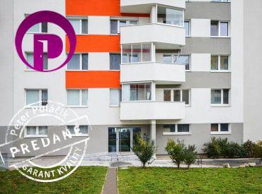 PREDANÉ - PRIESTRANNÝ byt s NÁDHERNÝM VÝHĽADOM v zateplenom bytovom dome s novou fasádou v Karlovej Vsi – Dlhé Diely