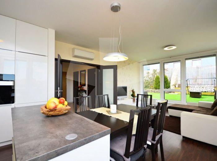 PREDANÉ - ZÁPOROŽSKÁ, 4-i byt, 200 m2 – doprajte si lukratívne bývanie, moderný MEZONET s veľkou TERASOU a 5 balkónmi, obľúbené PETRŽALSKÉ KORZO