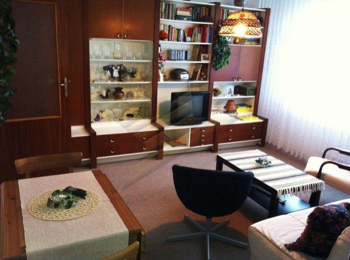 PREDANÉ - MIEROVÁ, 2-i byt, 52 m2 - s loggiou, čiastočne zrekonštruovaný byt VO VYHĽADÁVANEJ ČASTI RUŽINOVA
