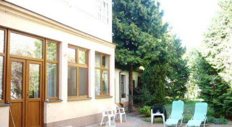PREDAJ - Mezonetový 4 izbový byt so záhradou 4,5 á  v centre Komárna