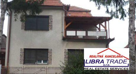 Predaj - 4 izbový čiastočne prerobený rodinný dom v   Kolárove / okr. Komárno/