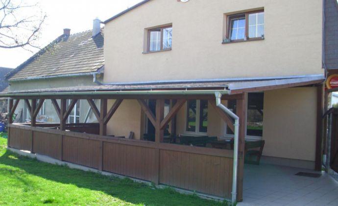 Podnikateľský objekt s 2-izb. bytom, pohostinstvom, garážami a veľkou záhradou v Lipt. Mikuláši