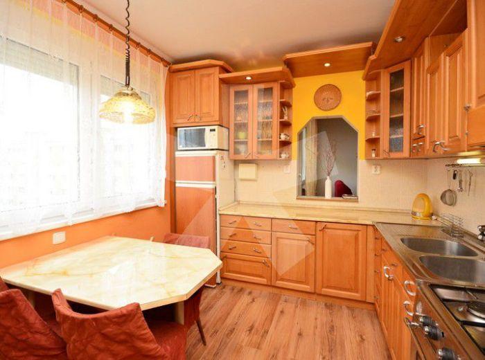 PREDANÉ - TOPLIANSKA, 4-i byt, 78 m2 – zrekonštruovaný byt S LOGGIOU, v zateplenom dome, bezpečnostné dvere, šatník, nepriechodné izby, PEKNÝ VÝHĽAD