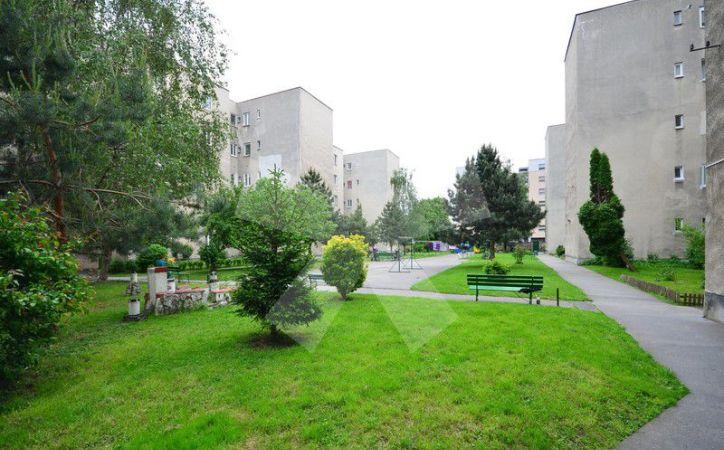 PREDANÉ - VAJNORSKÁ, 1-i byt, 45 m2 – priestranný TEHLOVÝ BYT, samostatná kuchyňa, možnosť vytvorenia ďalšej izby, veľký UZATVORENÝ DVOR