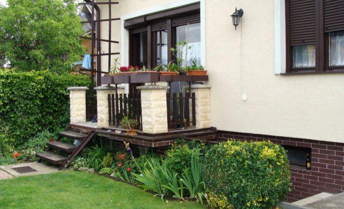 Best Real - rodinný dom v Lozorne, 5 izieb, posilovňa, dve garáže, pozemok 458m2, udržiavaná parková úprava s jazierkom, altánok.