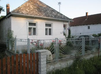 Predám gazdovský rodinný dom v CEJKOVE
