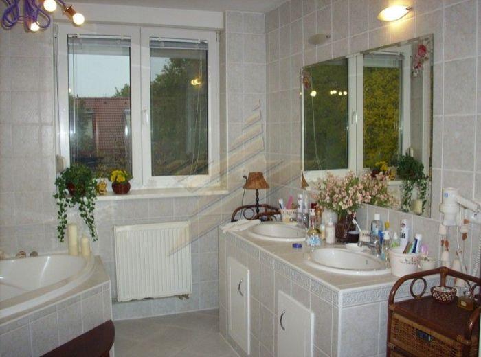 PREDANÉ - PAVLOVOVA, 3-i byt, 147 m2 –  luxusný slnečný byt s krbom, s vlastným kúrením, VEĽKÁ TERASA