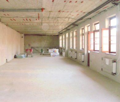Lukratívny obchodný priestor na prenájom, Bytča-centrum, 50 m2 + 130 m2