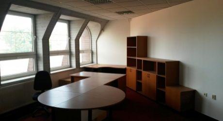 Prenájom - 5 kancelárskych priestorov s vlastným parkoviskom v Komárne