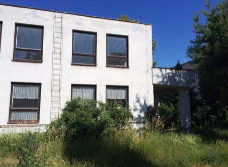 Na PREDAJ výrobná budova - skladové priestory v Partizánskom alebo NA PRENÁJOM
