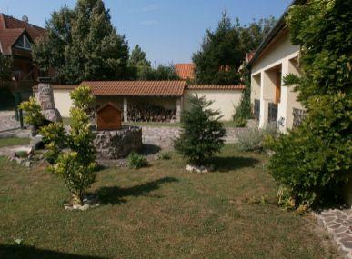 Maxfin real - ponúka krásne zrekonštruovanú vilu v centre obce Močenok