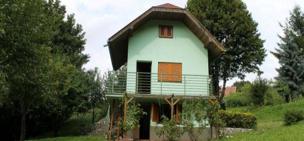Sološnica - Príjemná chata v záhradkárskej osade