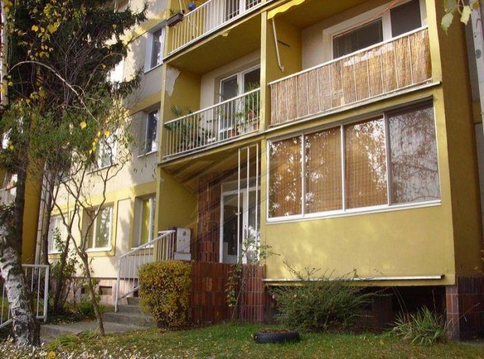 PREDANÉ - GUOTHOVA, 1-i byt, 36 m2 – priestranný, po rekonštrukcii, V KRÁSNEJ LOKALITE PLNEJ ZELENE