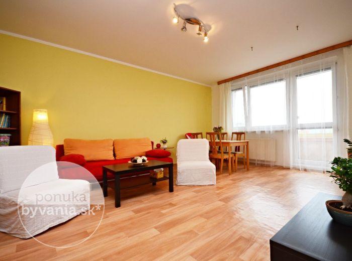 PREDANÉ - JUNGMANNOVA, dvojgarsónka, 53 m2 – príjemné dvojizbové bývanie, v ZATEPLENOM bytovom dome, priestranná loggia, TOP LOKALITA