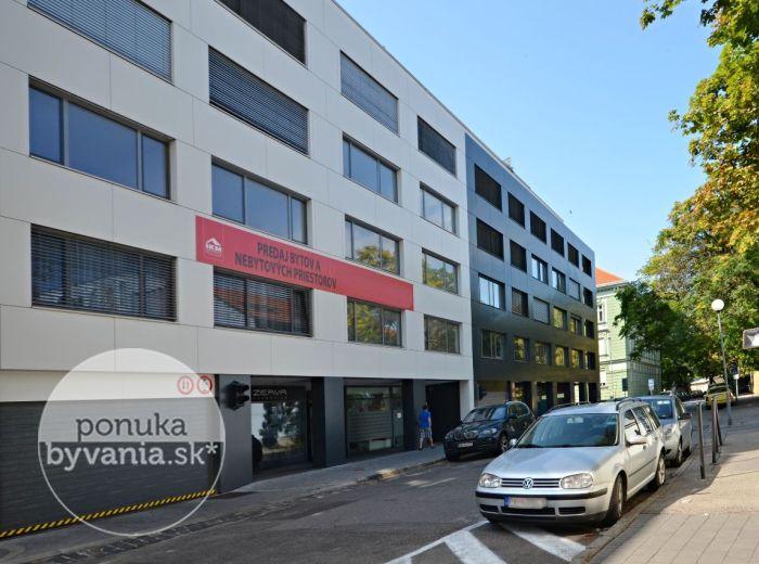 PREDANÉ - STRÁŽNICKÁ, 3-i byt, 98 m2 – nadštandardný byt v NOVOSTAVBE, vzdušné priestranné izby, klimatizácia, balkón, MOŽNÝ ODPOČET DPH