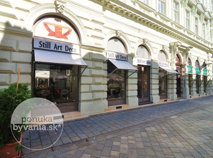 PRENAJATÉ - PANSKÁ, obchodný priestor s výkladmi, 144 m2 – prestížna lokalita na BRATISLAVSKOM KORZE OPROTI SOCHE ČUMILA,  historická budova