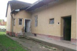 Starší rodinný dom, Beluša časť Hloža, 1 517 m2