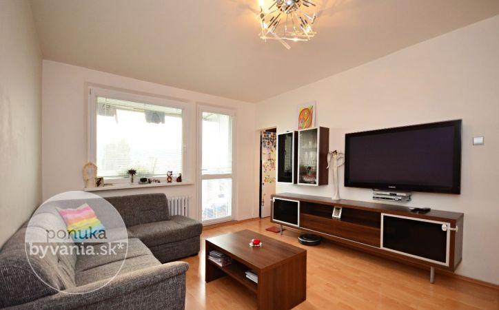 PREDANÉ - FEDÁKOVA, 4-i byt, 78 m2 – zrekonštruovaný byt so zasklenou LOGGIOU, zateplený, RODINNÉ BÝVANIE V DÚBRAVKE