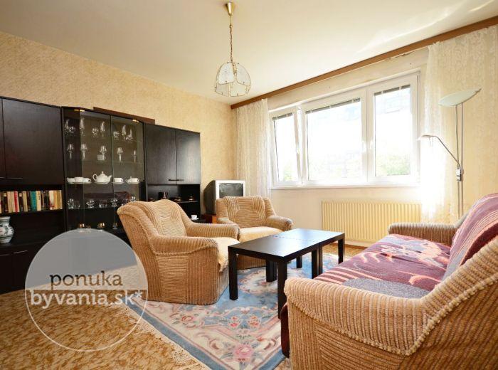 PREDANÉ - JÁNA SMREKA, 2-i byt, 53 m2 – príjemný byt s loggiou v ZATEPLENOM BYTOVOM DOME, obľúbená lokalita s plnou OBČIANSKOU VYBAVENOSŤOU